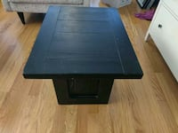 End table / coffee table ( Great condition!! )