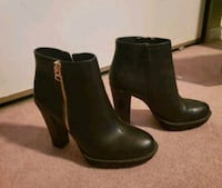 Black leather heeled side-zip booties Size 8.5/9 Calgary, T2A 3E5