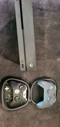 Xbox one X and Elite controller (version 1) Bowie, 20715
