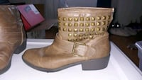 8.5 brown ankle boots  Hagerstown, 21742