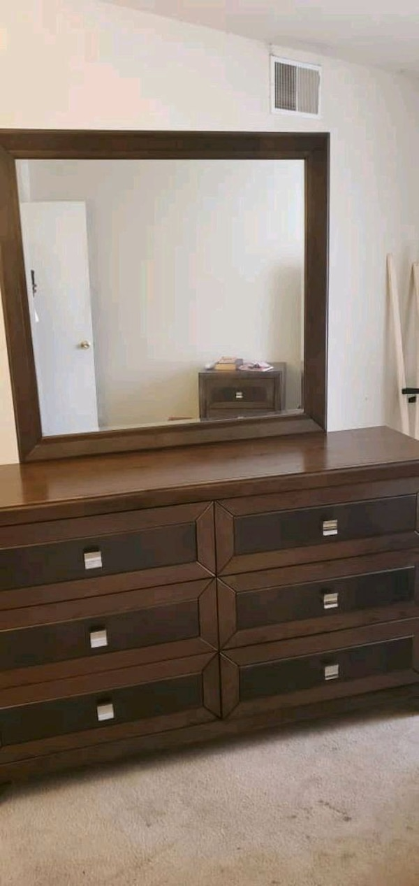 complete dresser and extra mirror  need to be gone ASAP f9482309-366c-4fbf-b7a2-b3503b9987c4
