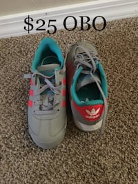 pair of gray-and-teal Nike running shoes Granger, 98932