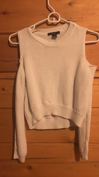 White long-sleeved off-shoulder sweater Windham, 04062