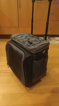 EUC very clean. Portable cooler with handle and wheels. Victoria, V9C 3V2