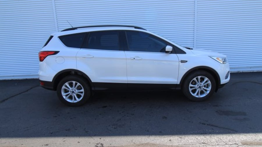 2019 Ford Escape SEL / ACCIDENT FREE / BACK UP CAM & SENSORS / REMO b427cd02-0320-45bb-aa4b-026ed49c6dfc