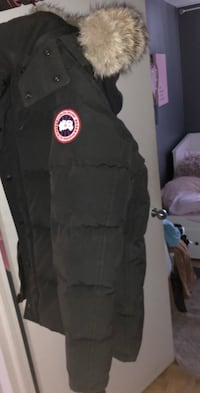 Negotiate Canada goose jacket size L fits like M Toronto, M3A