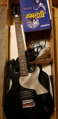 Brand new electric guitar with amplifier Lubbock, 79416
