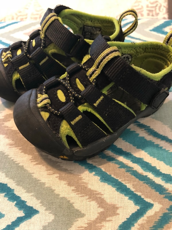 22482400e2c1 Used Keen boy sandals size 5 for sale in San Jose - letgo