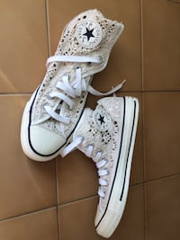 paio di sneakers alte Converse All Star bianche e nere Bottai, 50023