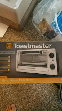 gray and black Black & Decker toaster oven box Chestermere, T1X 1S5