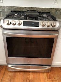 LG 6.3 Cu Ft. Self-Cleaning Slide-In Gas Range with ProBake Convection - Stainless Steel (Like New) null