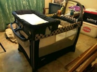 Baby bin with changing table semi nuevo  McAllen, 78504