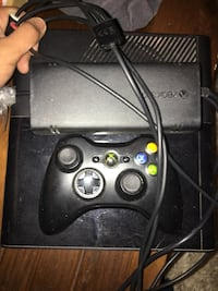 Xbox 360 near new pretty much is comes with controller New York, 10308