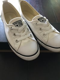 New woman white converse size 8 Laval, H7P 3Z6