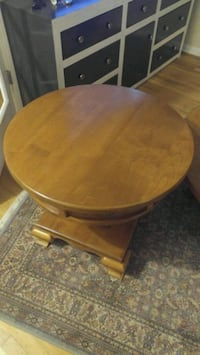 round brown wooden side table oak  Los Angeles, 91405