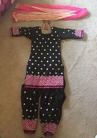 3 piece medium size Punjabi clothes Burnaby, V5A