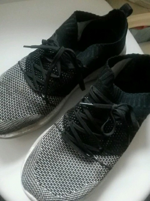 5983c60ff Used pair of black Nike running shoes for sale in Bristol - letgo
