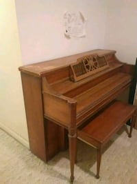Piano with bench Manassas