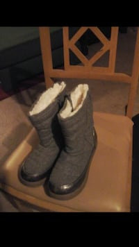 Size 3 girl boots  Milwaukee, 53209
