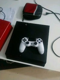 white Sony PS4 console with controller Mississauga, L5H 1H3