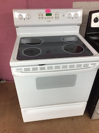 Hotpoint white electric stove  Woodbridge, 22191
