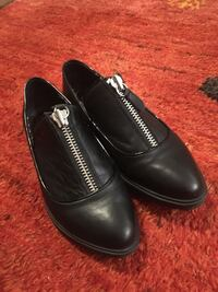 Size 6 Shelly's London zip up shoes Toronto