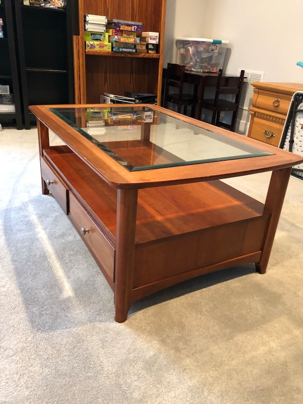 Coffee table 1718a432-1926-41f9-8d83-675a83024c08