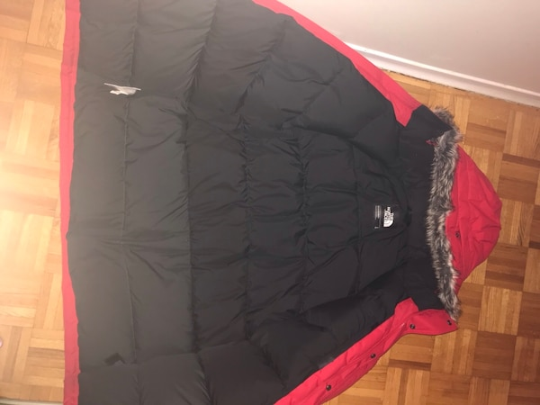Selling North Face Red Winter Jacket. Large 8cbb079a-ca88-4777-bd5d-b3f64e1552e1