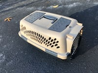 PET TAXI / PETMATE PET CARRIER IDEAL FOR CATS OR SMALL DOGS 29 km