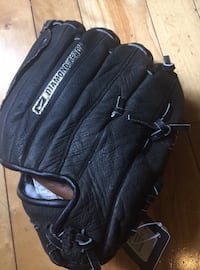 NIKE CHILDS BASEBALL GLOVE - NEW WITH TAGS LEATHER