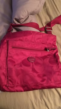women's pink Coach monogram shoulder bag Fort Worth, 76137
