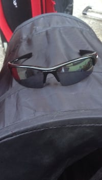 oakley sunglasses 1month old(make me an offer and they are urs) Coquitlam, V3C 2C1