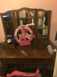 Antique vanity desk with mirror Toronto, M2R 3N1