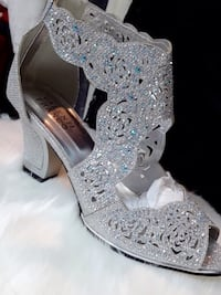 Pair of gray open-toe heeled sandals Montreal, H1Y 1B6