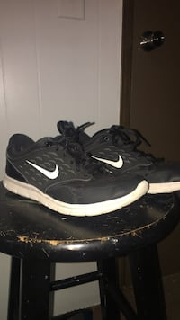 pair of black Nike running shoes Hull, 30646