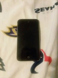 black iPhone 4 with red case Chicago, 60634