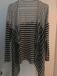 Ladies open front sweater.. size med/ large~ like new 321 mi