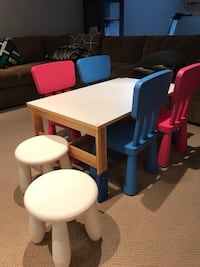 Kids table and chairs Laval, H7W 0C9