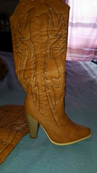 Size 9 cowgirl knee high stitched block heel boot