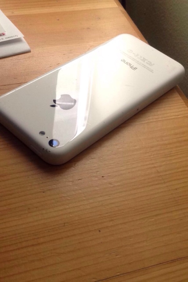 White iPhone 5c selling for parts (works perfectly )