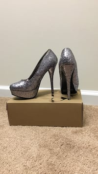 pair of gray/blue glittered platform stilettos with box Conway, 29527