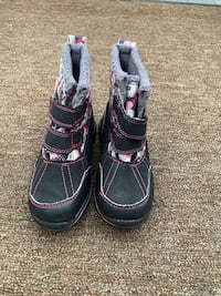 Carter's Winter Boots size 8