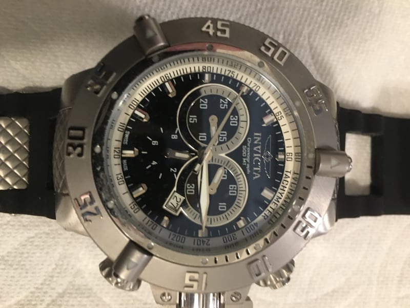 Invicta Sub Noma III. The rubber band needs to be replaced. 8f692d5a-297f-4230-8ae0-79492570c91a