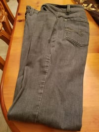 ladies gray Jean's size 6 Lewisville