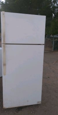 Refrigerator *Apartment size* Apple Valley, 92307