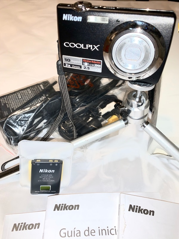 Nikon Coolpix s220 with extras!!! 1