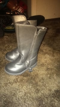 pair of gray leather side-zip boots Manteca, 95336