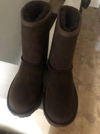 Size 5 Uggs