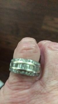 silver-colored ring with clear gemstones 565 mi