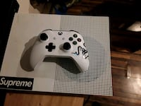 Xbox 1 s and controller and games all mint. Ridge, 11961